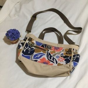 Fossil canvas bag with floral design